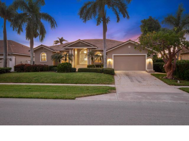 3 BR,  2.50 BTH  Contemporary style home in Marco Island